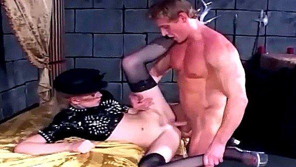 Анальный секс это самое малое что может получить фетишистка в чулках