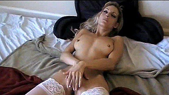 жену трахают на курорте видео