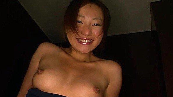 Сделал подруге куни в ванной и довёл до оргазма вибраторами