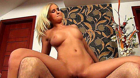 После куни грудастая блондинка раздвинула ножки для секса