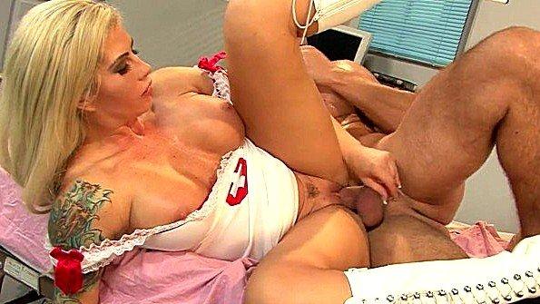 После секса обкончал грудастую медсестру