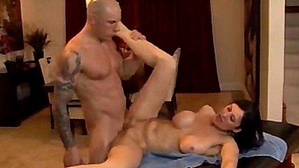 После массажа ебёт страстную мамочку