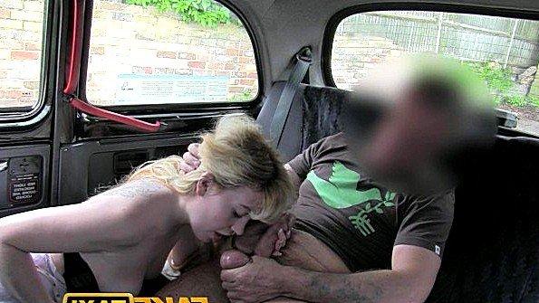 Рыжая бабёнка порадовала голодного таксиста волосатой пиздой