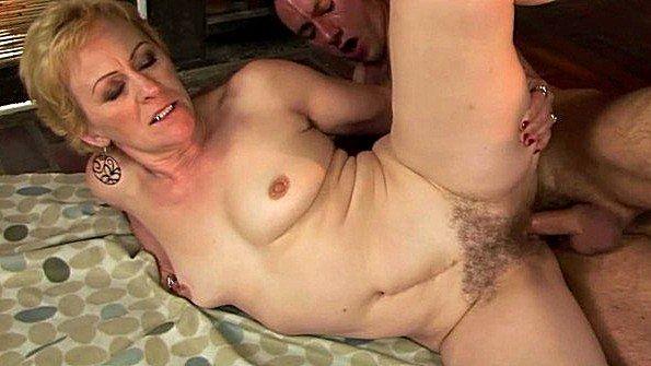 муж смотрит как ебут в чулках