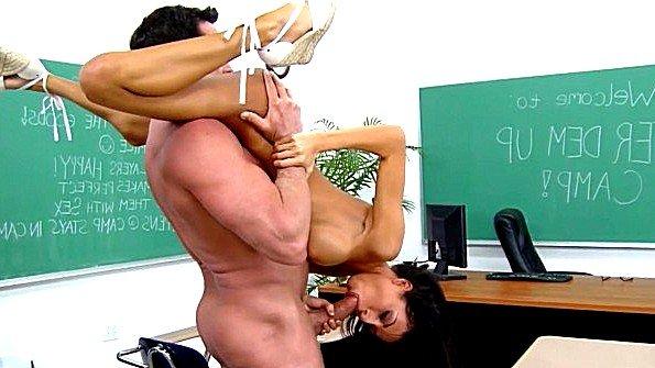 Жестко факнул латинку студентку после уроков