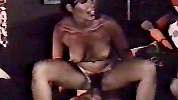 мужик трахает женщину в бане