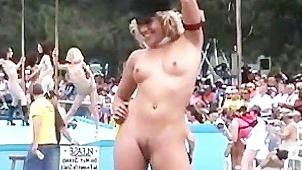 Голенькие сучки на фестивале любви