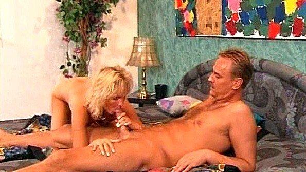 Белокурая матюрка и её любовник с больши хуем