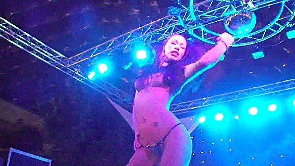 Эротическое шоу с шикарной азиатской шлюшкой