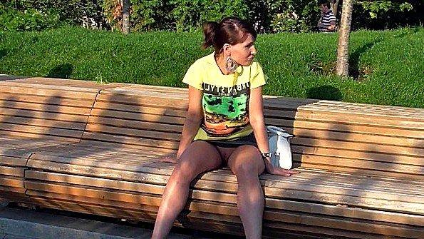 Jeny Smith показывает пизду в парке