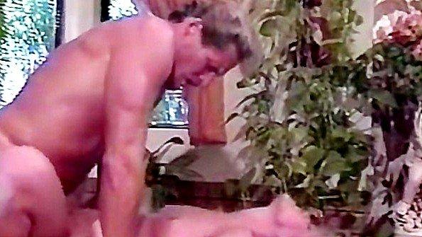 Блондинка доводит усатого дядьку до сладкого оргазма