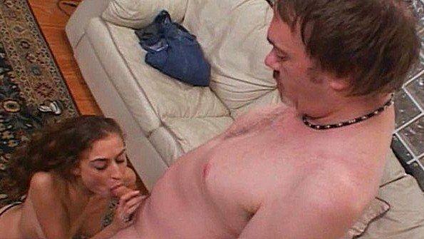 Сексуальная жена готова всегда ублажать мужа