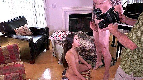 Пригласили оператора снять домашнюю порнушку