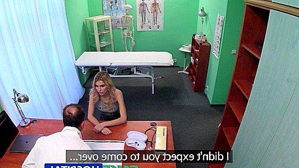 Доктор кончил дважды трахая пациентку