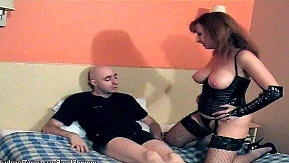Грудастая госпожа хочет чтобы любовник вылизывал её клитор