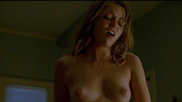 Lili Simmons с голыми титьками в сериале
