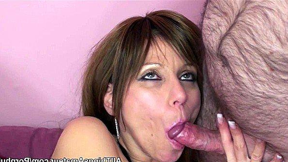 Мужик с волосатым пузом трахает свою зрелую жену