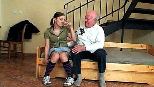 Похотливый дед напоил молодку и жестко оттрахал её