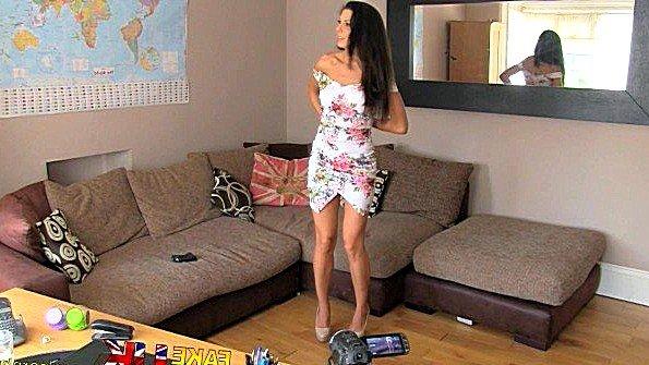 Агент соблазняет в офисе испанскую девушку