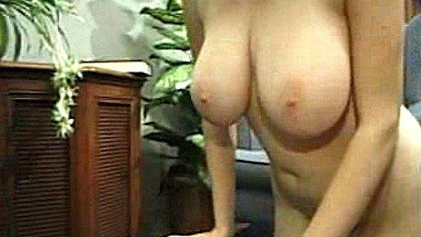 Катрина устроили стриптиз и мастурбацию на камеру