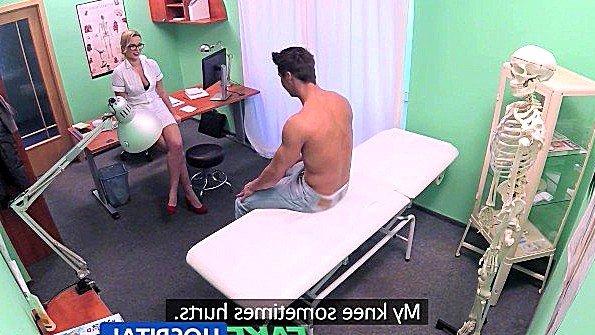 Медсестра долго не решалась взять хуй пациента в рот