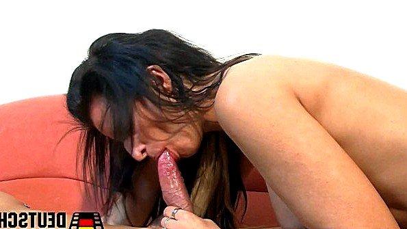 Грудастая мамочка жестко трахается с муженьком