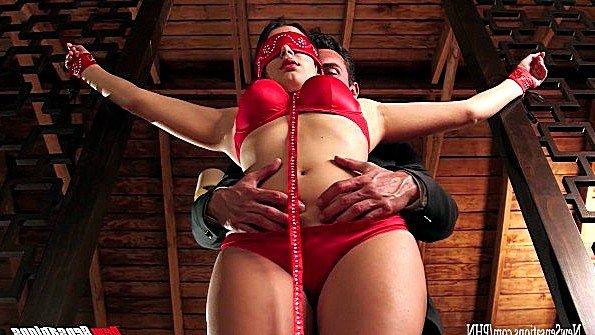 Valentina Nappi готова на любой секс лишь бы выйти из подвала