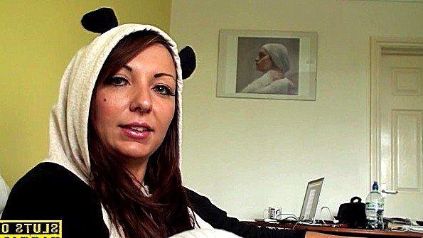 Одела костюм панды перед еблей с парнем