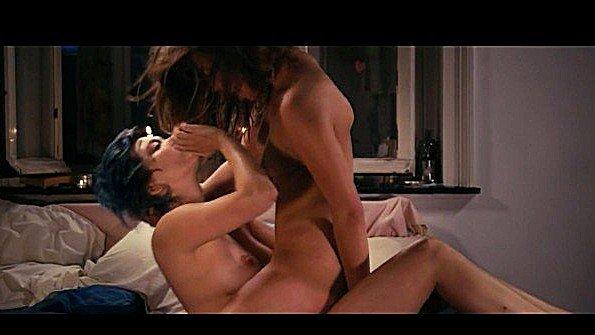 Романтической ночью лесбиянки испытали не по одному оргазму