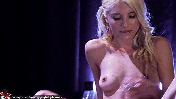 Piper Perri засунула руку в свою пизду
