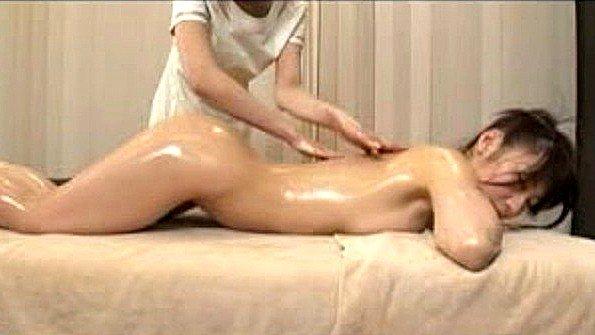 Нежный массаж в исполнении японской лесбиянки