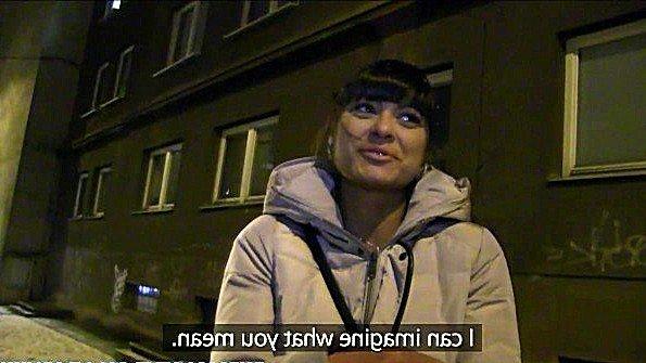 Чешская девушка сношается в гараже