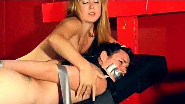 Девушки любят бдсм игры со связыванием и мастурбацией