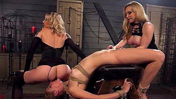 Брутально порезвились лесбиянки в подвале
