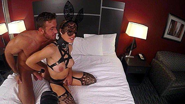 Порно звезда Nicole Aniston занимается сексом в эротическом белье