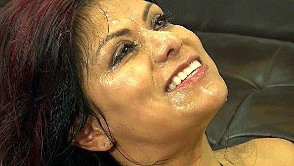 Мужики кончают на лицо грудастой латинской мамочки