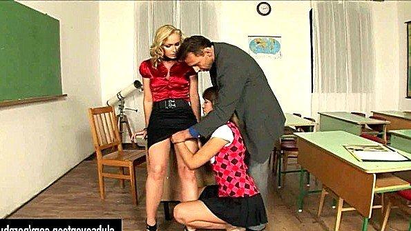 Учителя трахаются с молодой студенткой
